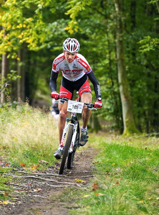 Ein Mountainbiker, der auf seiner Tour...edeutet für das Rotwild hohen Stress.   | Foto: Armin Küstenbrück