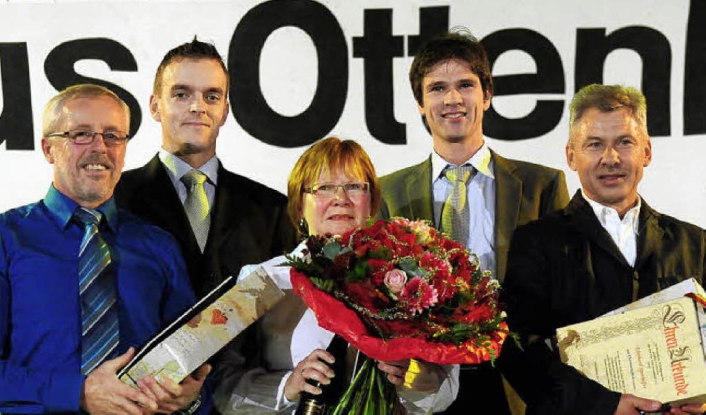Der Vorstand würdigt treue TuS-Mitstre...Herrenknecht und Eberhard Spothelfer.     Foto: wolfgang künstle