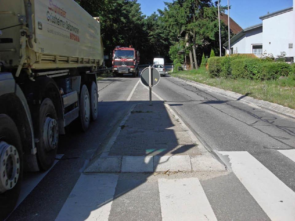 "Bürger hätten an der L 137 in Efringen...ungen  als ""erste Hilfe"".     Foto: Langelott"