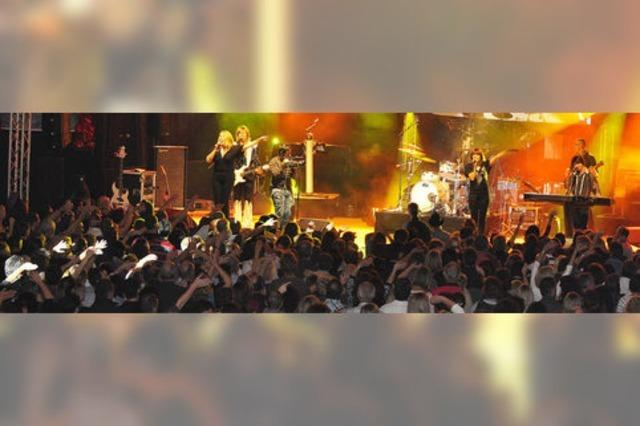 Hits von Queen und Abba reißen das Publikum mit