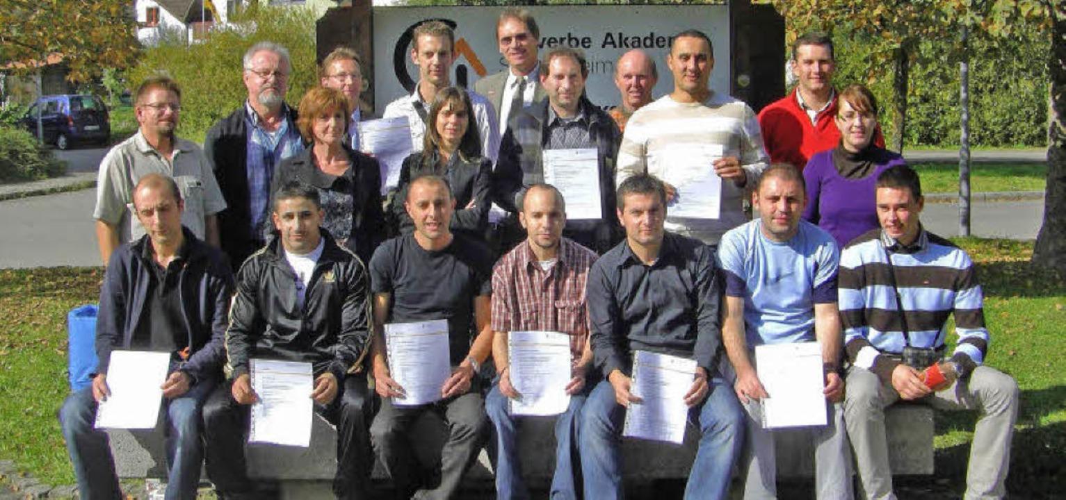 Elsässische Absolventen mit ihren Zertifikaten .     Foto: privat