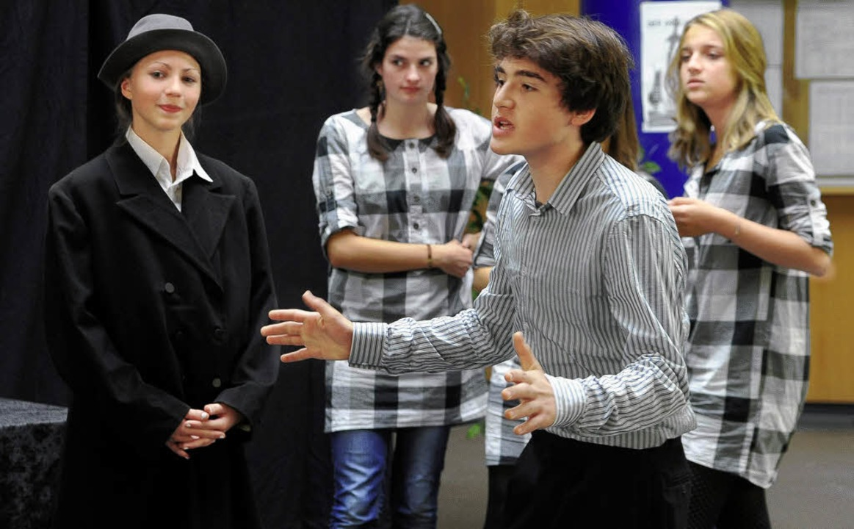 """Die Theatergruppe des Deutsch-Französi... Probe von  """"Der Drache"""".     Foto: Thomas Kunz"""