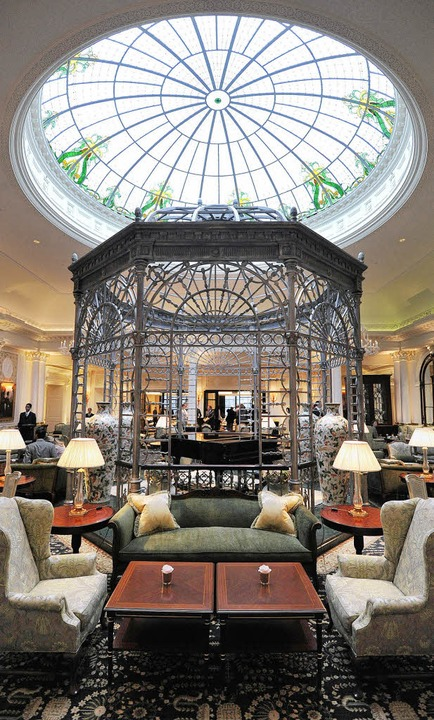 Strahlt in neuem Glanz: das Foyer des Savoy    Foto: AFP