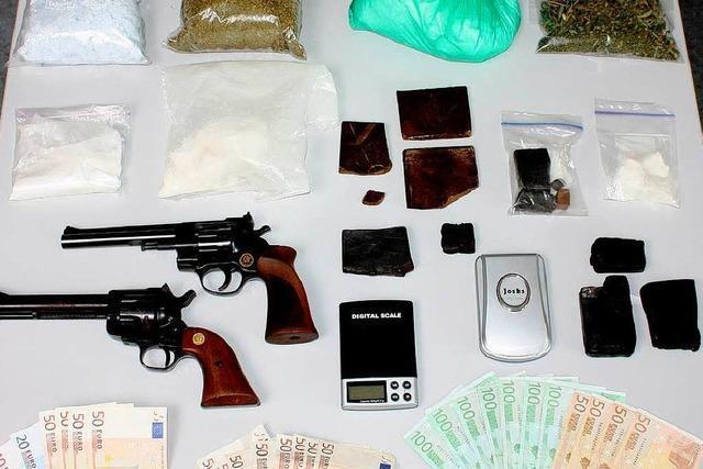 Polizei lässt Drogenhändlerbande auffliegen
