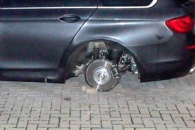 BMW aufgebockt und Räder geklaut