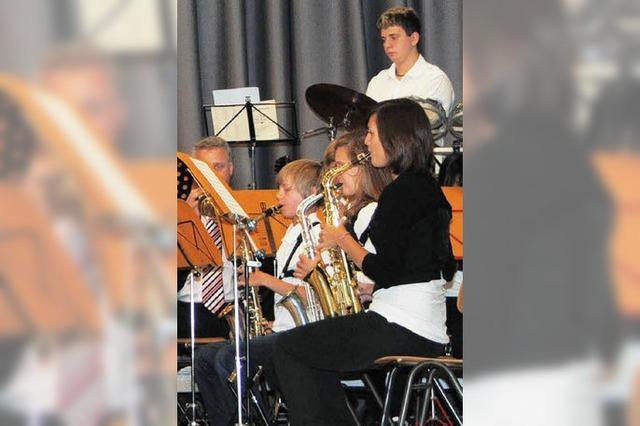 Jungmusiker spielen begeistert auf