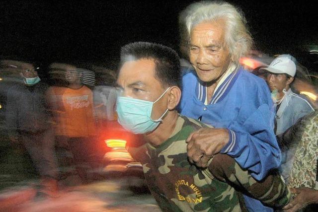 Tsunami reißt viele Menschen in den Tod