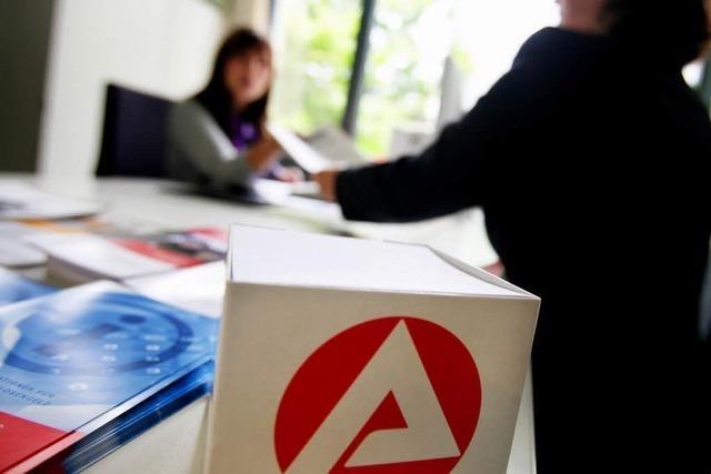 Von der Leyen: Arbeitslosenzahl sinkt auf 2,945 Millionen