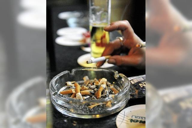 Gastwirte ziehen beim Rauchen mit
