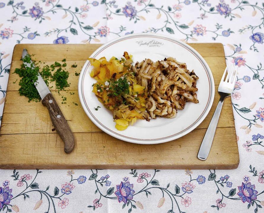 """Typisches """"Ochsen""""-Gericht: Sulz mit Lyoner Bratkartoffeln     Foto: Michael Wissing"""