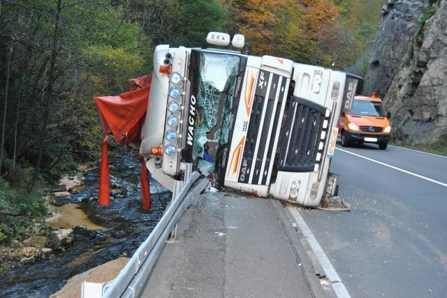 B31: Umgekippter Laster sorgte für Stau