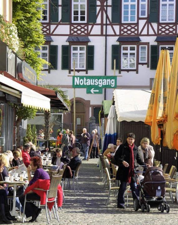 Gekennzeichneter Rettungsweg auf dem Marktplatz    Foto: Kramberg