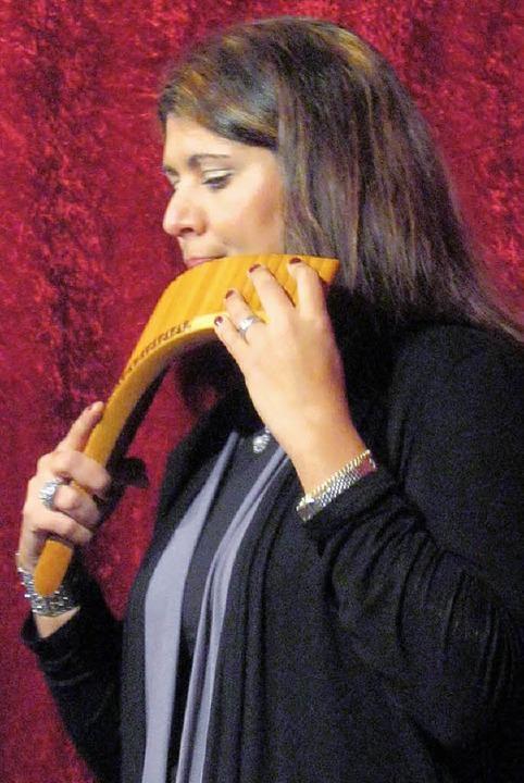 Daniela Kindilide an der Panflöte.  | Foto: laura-Carmen Schmid