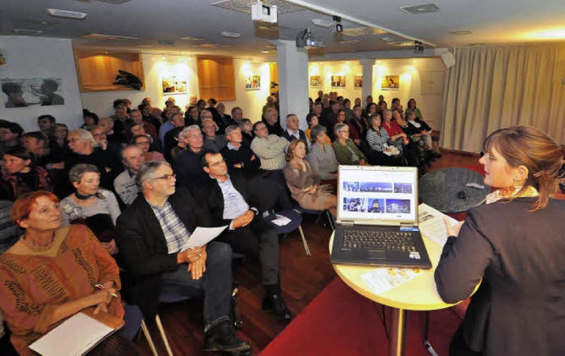 Mehr Interessierte als Plätze: Veranstaltung am Donnerstag abend im BZ-Haus     Foto: Michael Bamberger