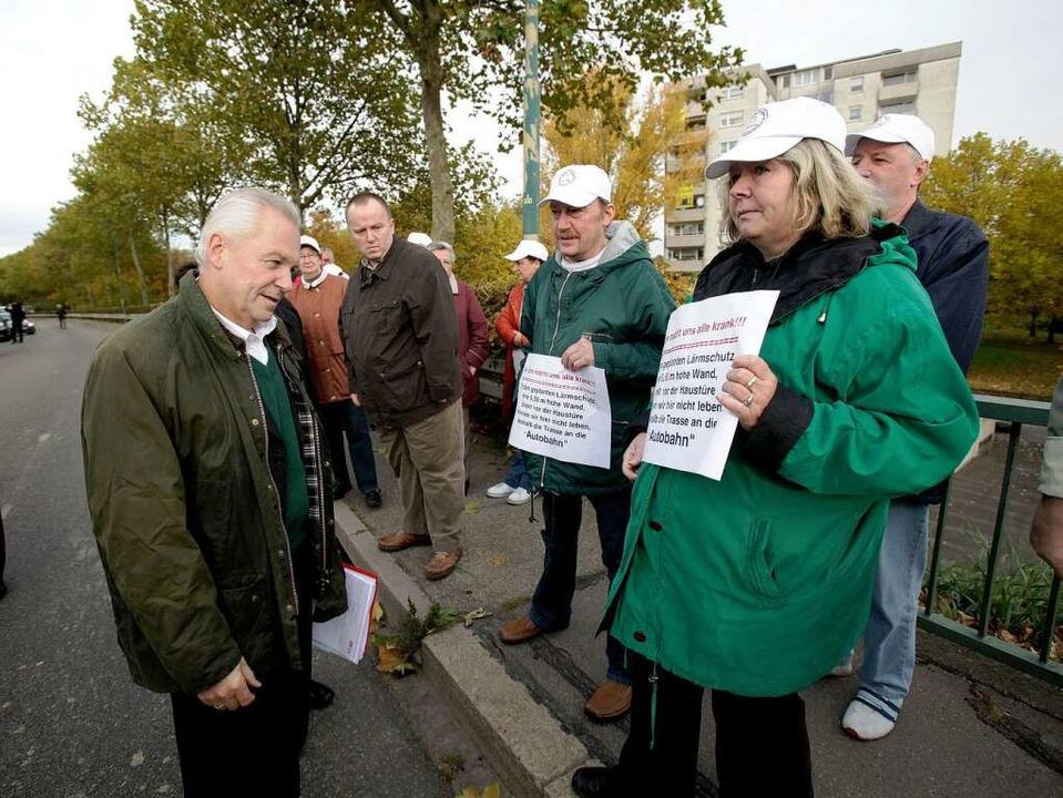 Protest der Abatra-Initiative auf der Bahnbrücke  | Foto: Christoph Breithaupt