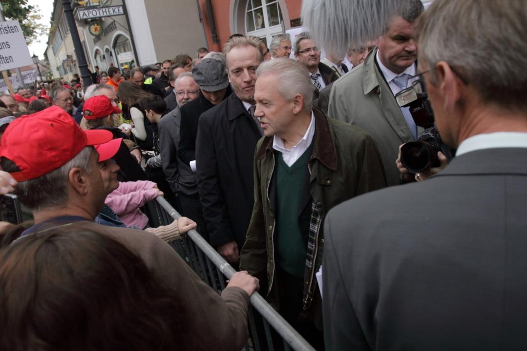 Rüdiger Grube vor dem Kenzinger Rathaus.    Foto: Patrik Müller