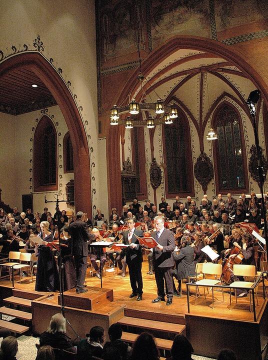 Solistenquartett, Chor und Orchester unter der Leitung von Joachim Krause    | Foto: Gierok