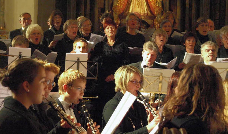 Beim Hauptwerk des Konzertes, der Miss...ützt, den Pius Moser einstudiert hatte  | Foto: Karin Stöckl-Steinebrunner