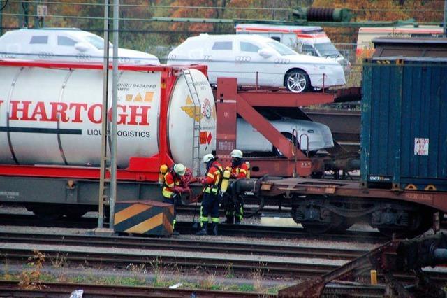 Leck geschlagener Waggon stoppt Bahnverkehr