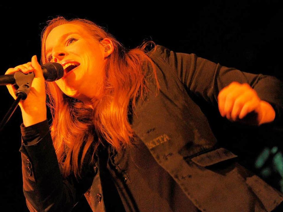 Wir sind Heldens Sängerin Judith Holof...Im Sommer kommt die Band nach Lörrach.    Foto: dpa