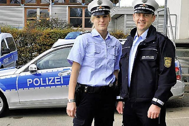 MARKTPLATZ 11: Polizei ist blau