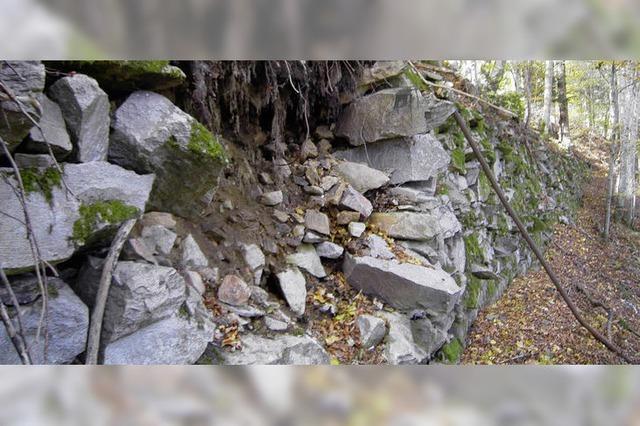 Schäden an der Stützmauer