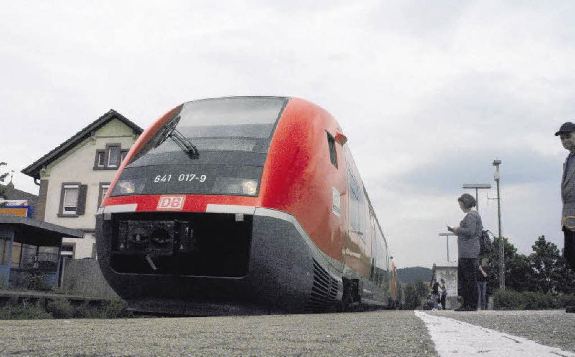 Im Regionalbahnverkehr auf der Hochrhe...zehn Züge mit mehr Sitzplätzen geben.   | Foto: BZ