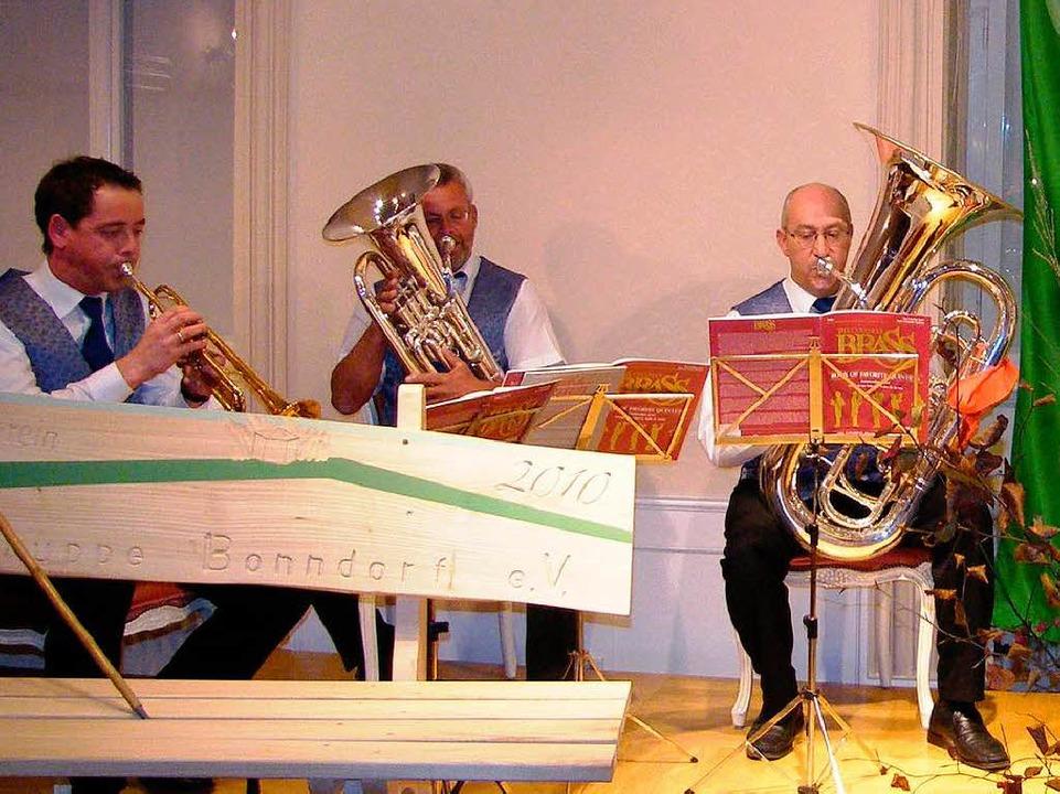 Das Brassquintett  lockerte die Redevorträge beim Festbankett ideal auf.  | Foto: Martha Weishaar