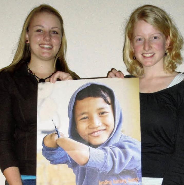 Irina (links) und Saskia Trefzger leit...kampagne bei den Sternsingern.          | Foto: hansjörg Bader