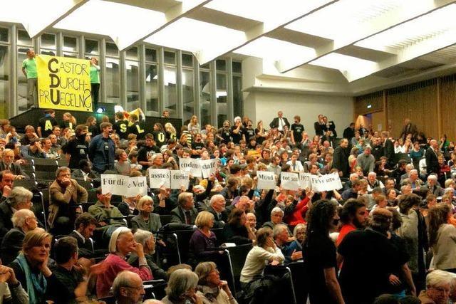 Mappus-Rede in Freiburg versinkt im Dauerprotest