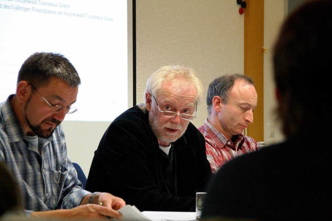 Roland Baumgartner (Mitte) wird der Am... rechts Hauptamtsleiter Markus Wagner.  | Foto: Katja Mielcarek