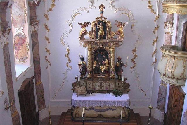 Sonntäglicher Kirchgang zum Schloss