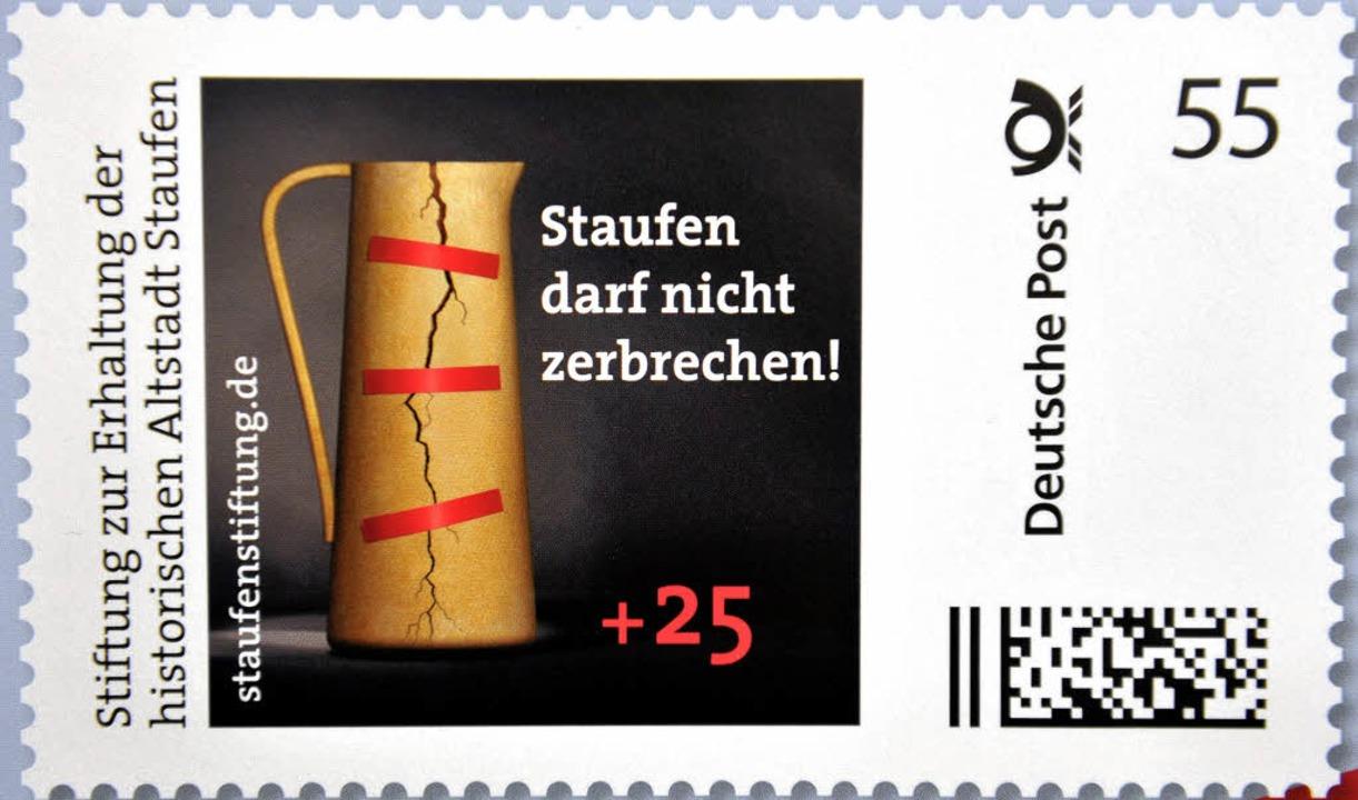 Die Briefmarke zugunsten der Staufener Stiftung     Foto: dpa