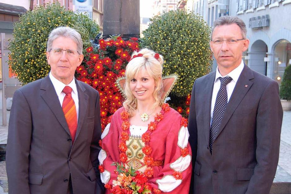Frisch inthronisiert: Nathalie I. mit Oberbürgermeister Wolfgang G. Müller (links) und Michael Binder vom E-Werk-Mittelbaden. (Foto: Christian Kramberg)