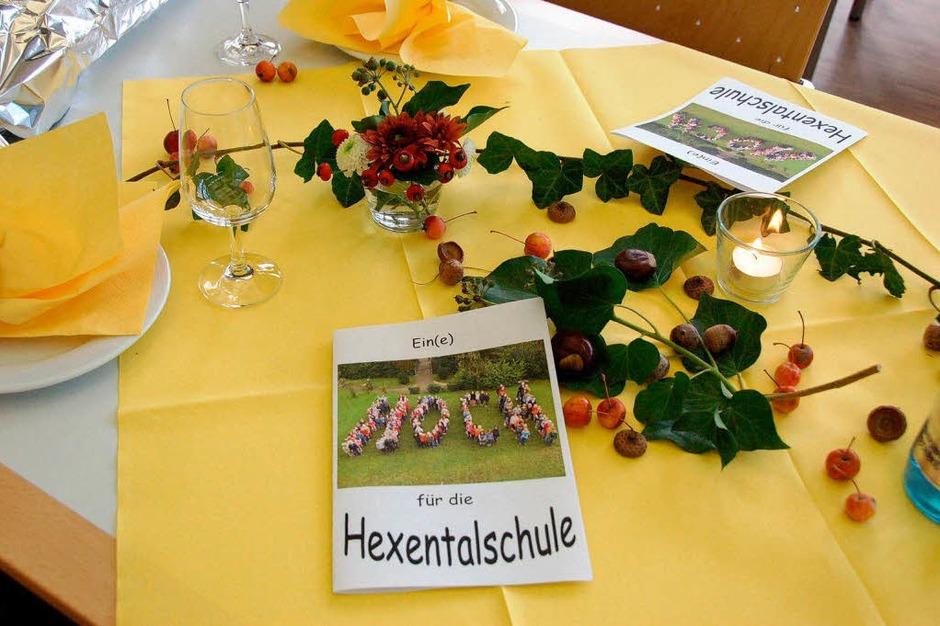 Festlich geschmückt waren die Tische im Bürgersaal (Foto: Andrea Gallien)