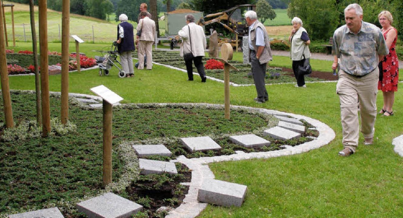 Auf dem Kirchzartener Friedhof am Gier...bild für den Hugstetter Friedhof vor.     Foto: barbara schmidt