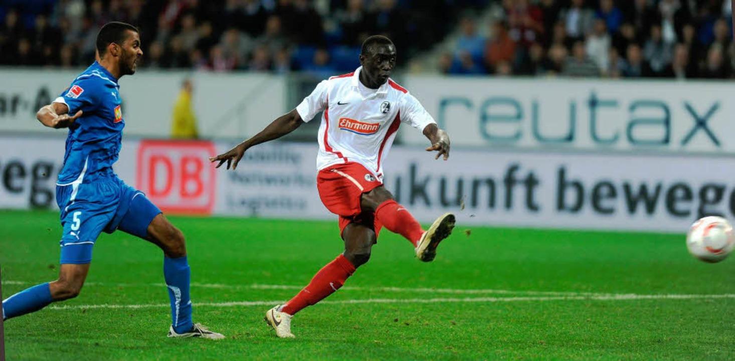 Papiss Cissé schießt  Hoffenheim in letzter Minute ab.  | Foto: schön