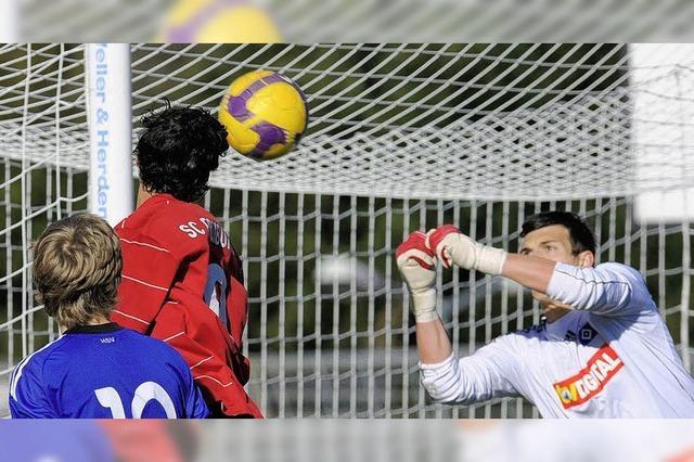 Albutat köpft den SCF ins Viertelfinale