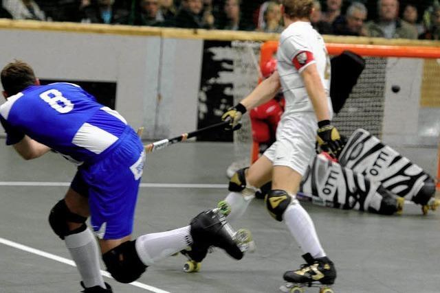 Stadtduell als Werbung für Rollhockey