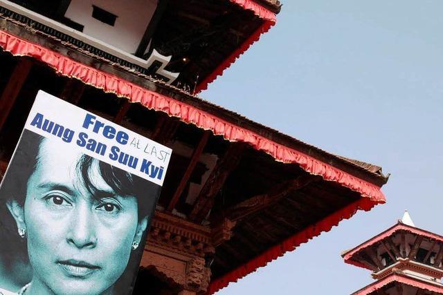 Volksheldin auf Bewährung: Suu Kyi ist frei