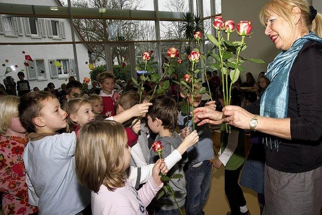 Rosenburgschule zu einem gesellschaftlichen Mittelpunkt gemacht