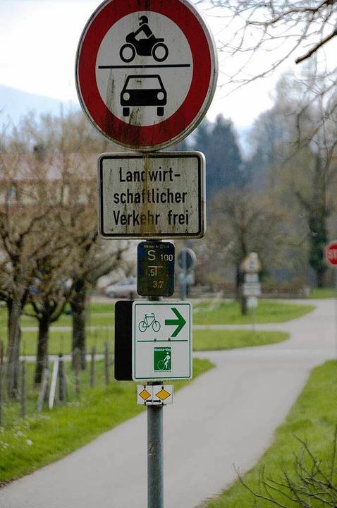 Vorsicht ist auch auf ausdrücklich als...ftfahrzeuge gesperrt sind oder nicht.   | Foto: Ralf Staub