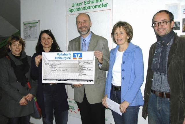 Bürgermeister spendet 2000 Euro für Schulhof