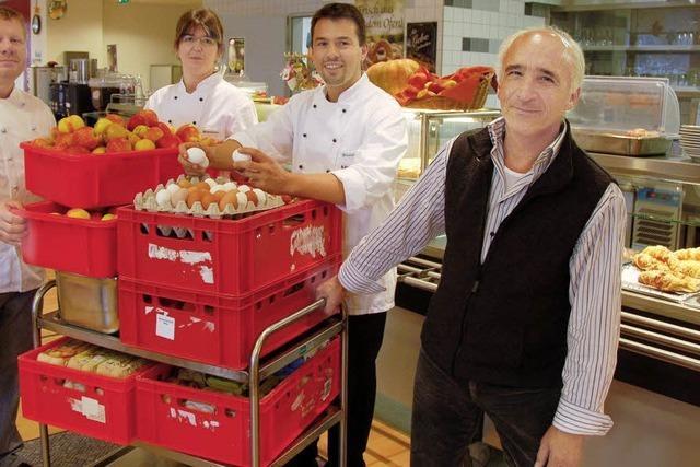 Hunderte von Äpfeln und Eiern