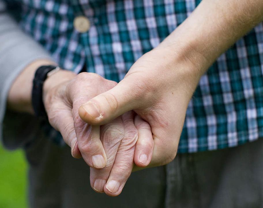 In der Altenpflege und anderen soziale... Das Projekt droht nun aber zu kippen.  | Foto: dpa