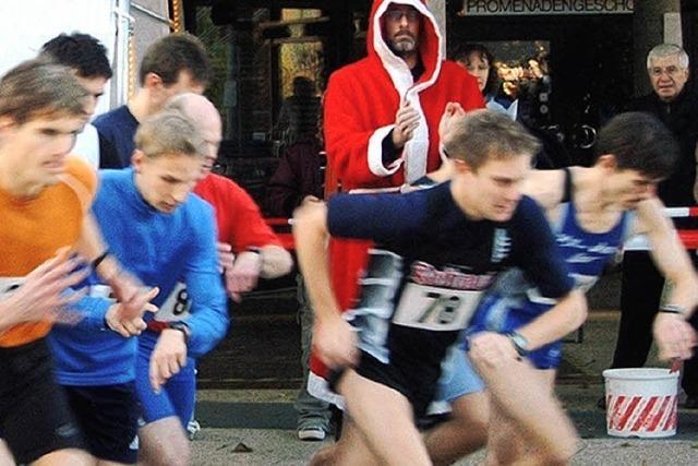 Grättimanner warten am Ziel auf jeden Läufer