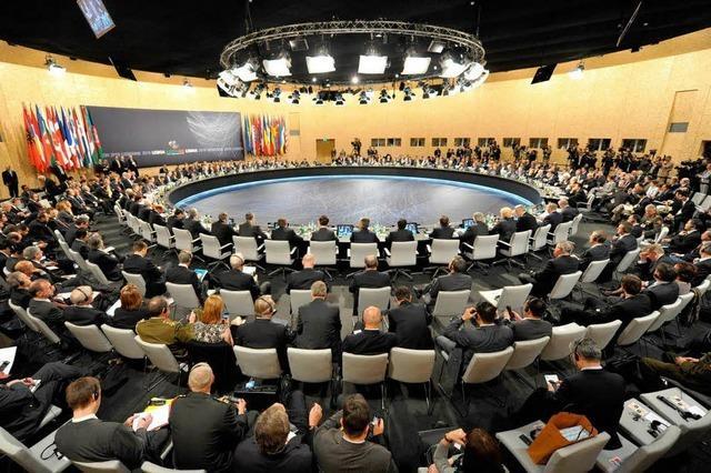 NATO: Gipfel beschließt Abzugsstrategie für Afghanistan