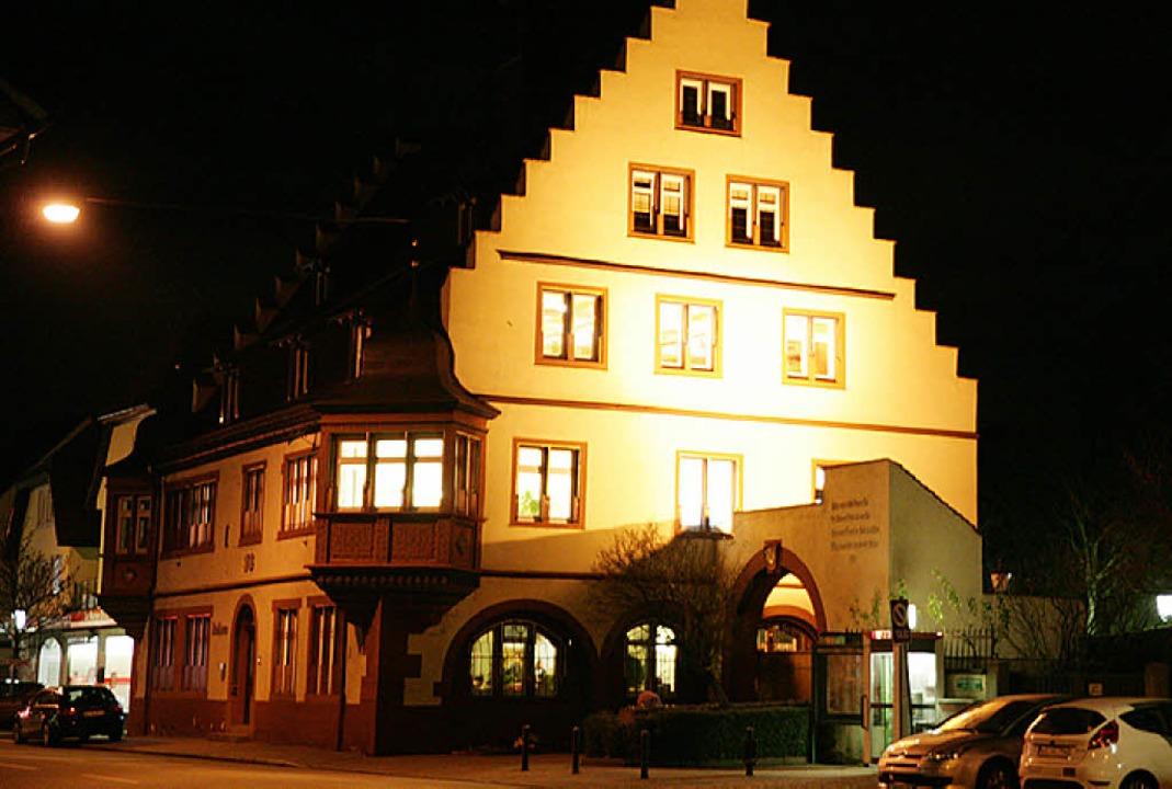 Das Kippenheimer Rathaus im Abendlicht.    Foto: Sandra Decoux-Kone