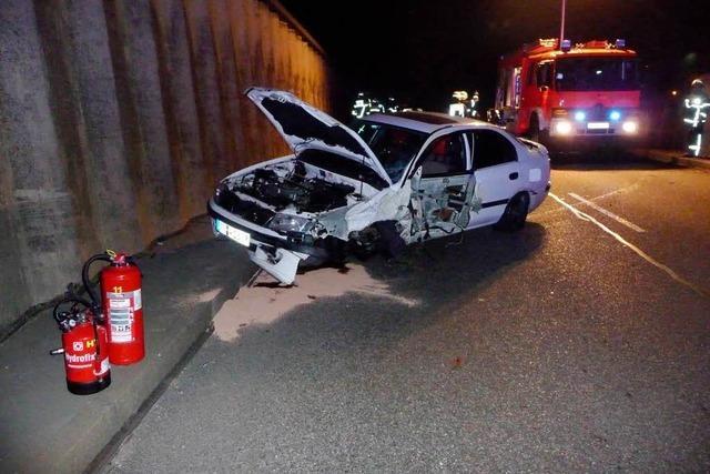 Zubringer Mitte: Auto prallt gegen Mauer