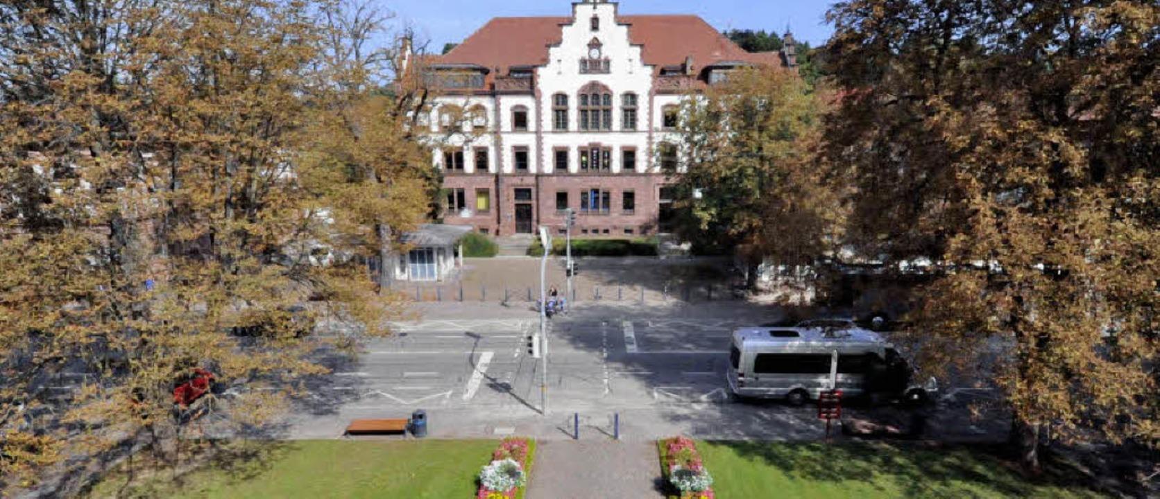 Der Platz zwischen Amtsgericht und KAr...ie Mitglieder des Kulturkreises einig.    Foto: Markus Zimmermann